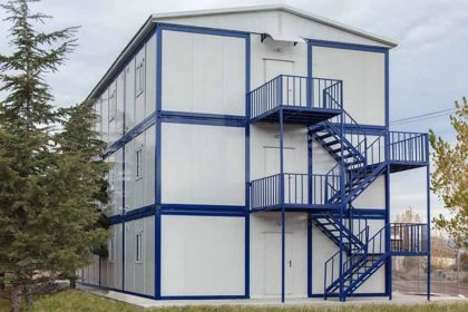 Üç katlı konteyner yapı