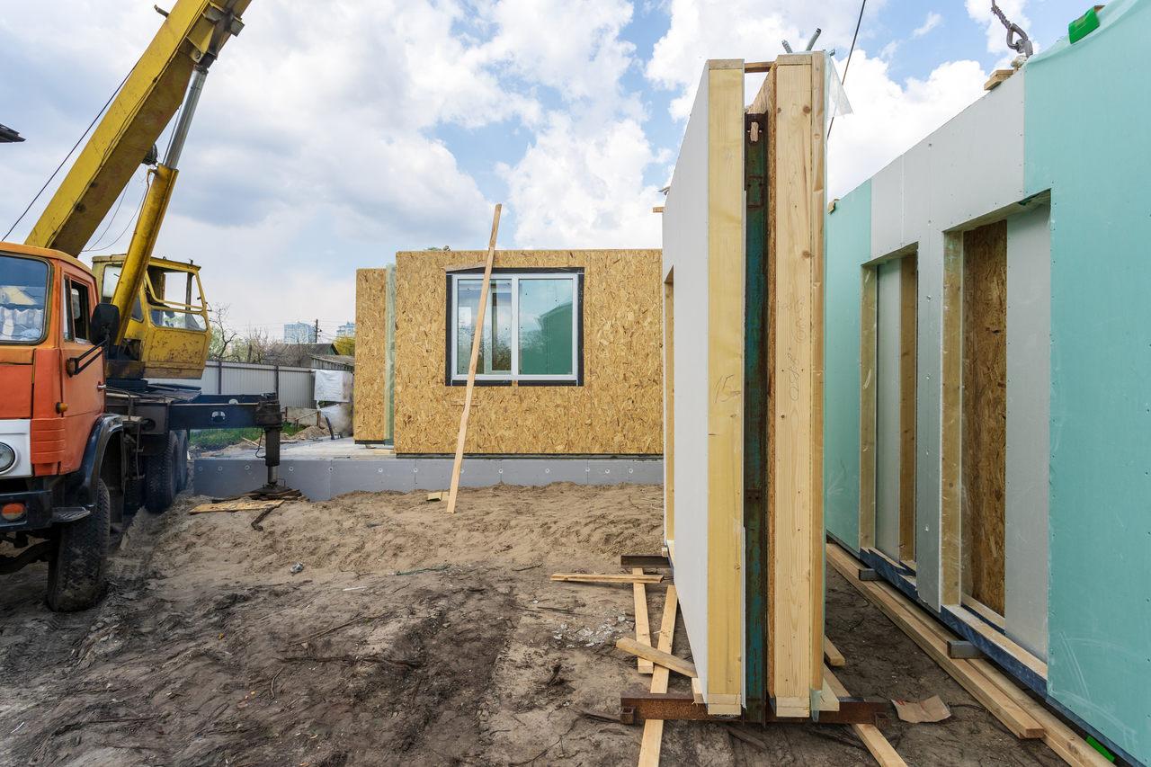prefabrik ne demek sorusuna yanıt niteliğinde inşaat süresindeki prefabrik yapı