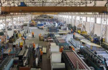 Fabrika ortamında konteyner yapımı