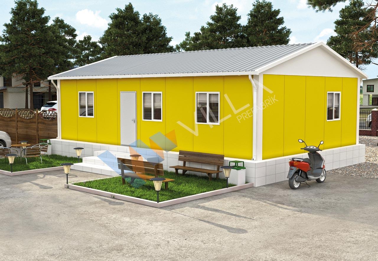 yeşil bir çevrede önünde banklar ve bir duvarında motosiklet bulunan sarı prefabrik yapı