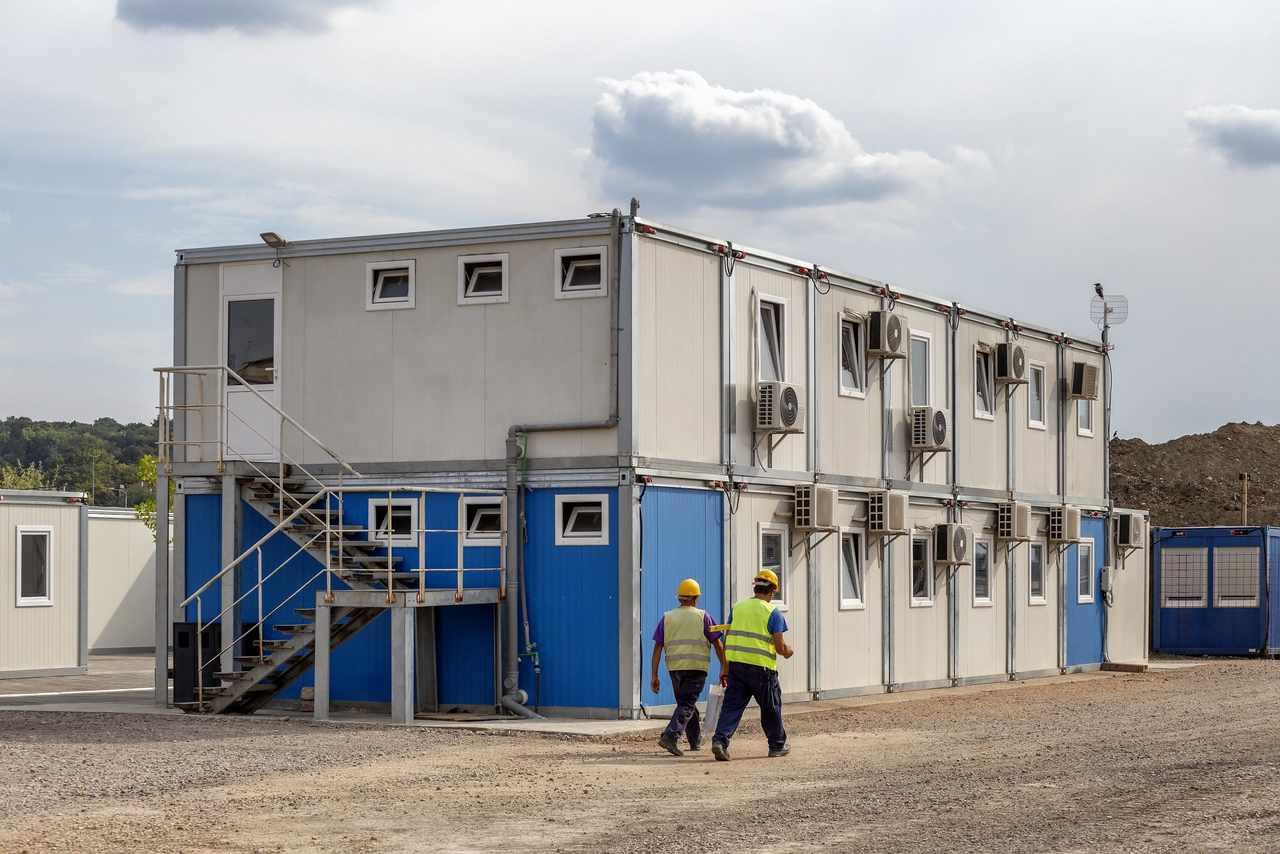 konteyner yapı ve inşaat işçileri